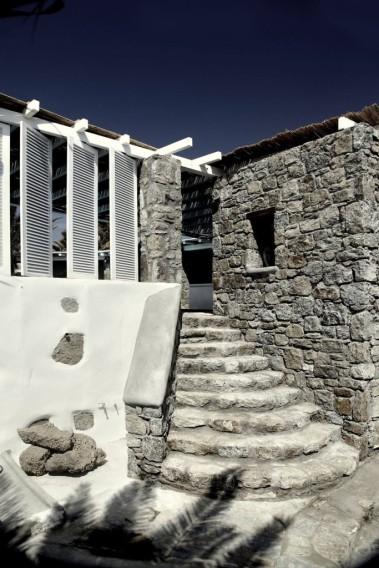 San-Giorgio-Hotel-in-Mykonos-05-683x1024